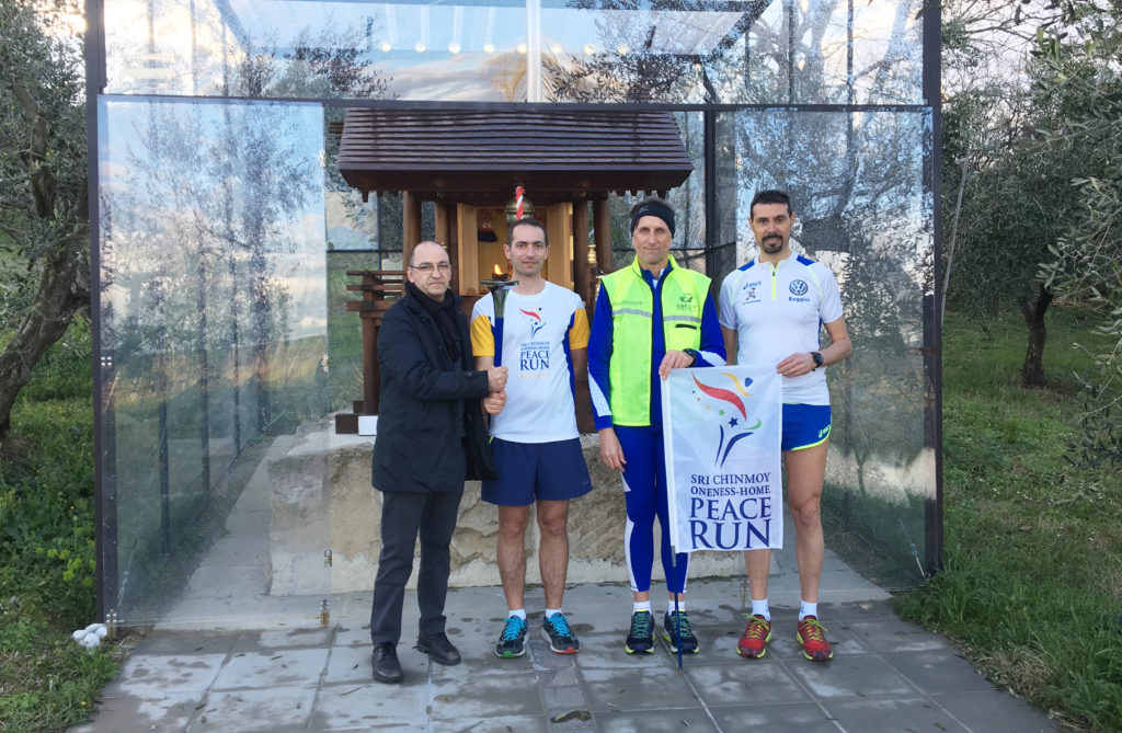 La Peace Run al tempio San Marino Jinja